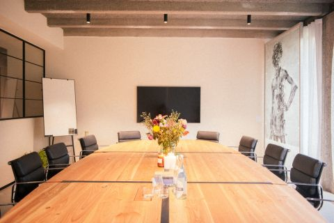 Oval meeting room - coworking Brussels - Fosbury and Sons Boitsfort